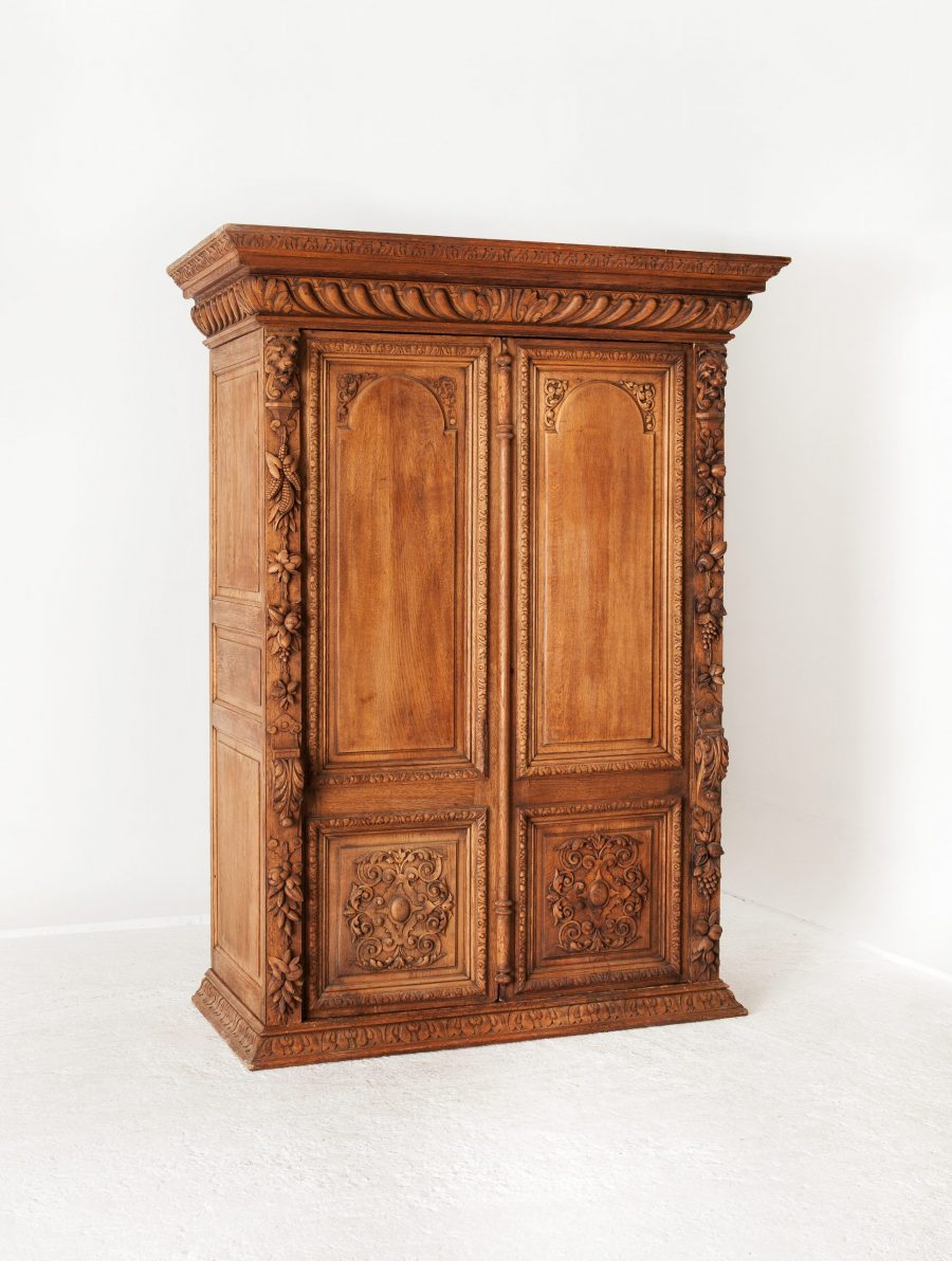 ALTEA IMG 7478 300dpi 12500 scaled Heavily Curved Antique Oak Wardrobe