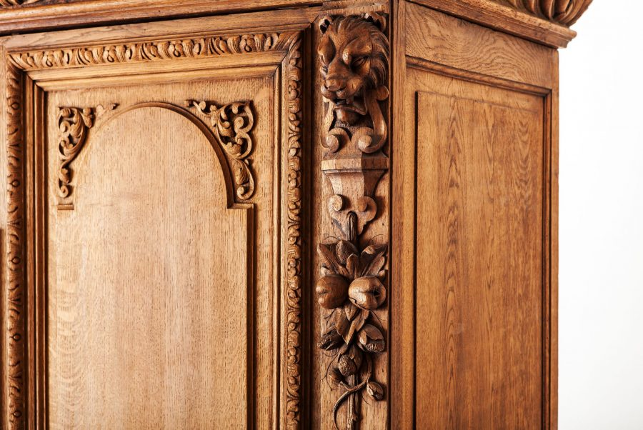ALTEA IMG 7480 300dpi scaled Heavily Curved Antique Oak Wardrobe